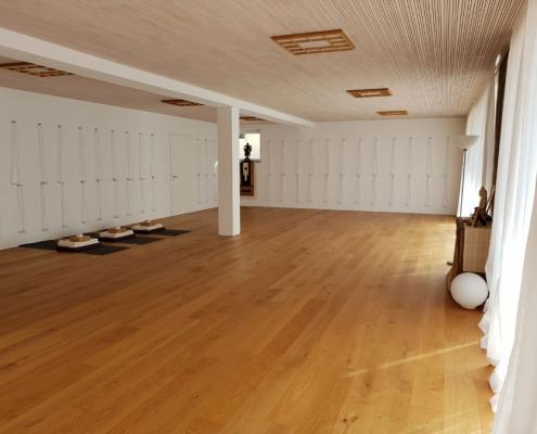 Nach biologischen Kriterien gestalteter Yogaraum mit Yoga Wandseilen im Studio für Iyengar Yoga und Meditation, Neustadt