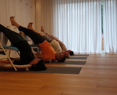 Schulterstand (Yoga-Gruppe) – Yoga-Übung im Studio für Iyengar Yoga und Meditation, Neustadt