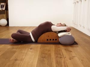 Supta Svastikasana im Studio für Iyengar Yoga Neustadt