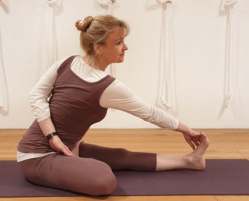 Ardha Matsyendrasana II, Studio für Iyengar Yoga, Neustadt