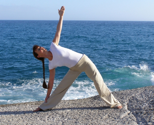 Yogahaltung Utthita Trikonasana. Studio für Iyengar Yoga