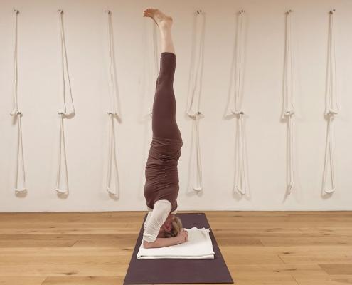Salamba Shirshasana, Studio für Iyengar Yoga, Neustadt