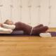 Supta Svastikasana auf Yogabolster mit Baddhahasta, Studio fuer Iyengar Yoga, Neustadt